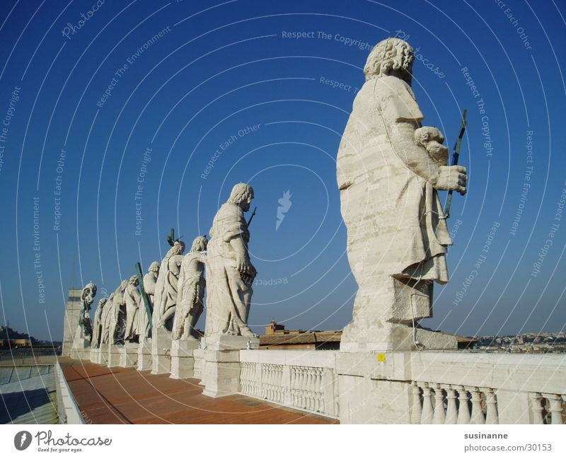 12 apostel Vatikan Petersdom Rom Italien Statue Gotteshäuser Stein