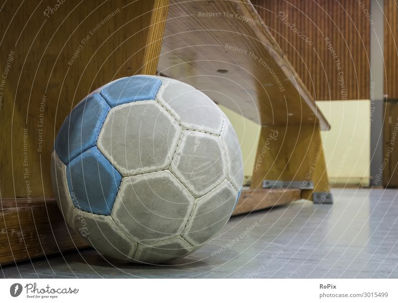 Verlassene Manschaftsbank. Lifestyle Design Freude sportlich Fitness Freizeit & Hobby Sport Ballsport Sportveranstaltung Sportstätten Kindererziehung Bildung