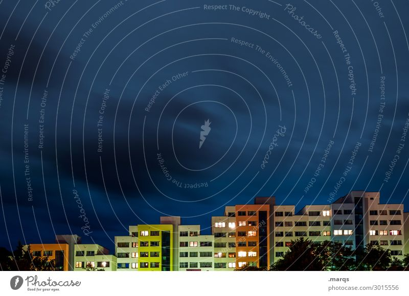 Quartier Himmel Wolken Freiburg im Breisgau Stadt Haus ästhetisch modern mehrfarbig Häusliches Leben Farbfoto Außenaufnahme Menschenleer Textfreiraum links