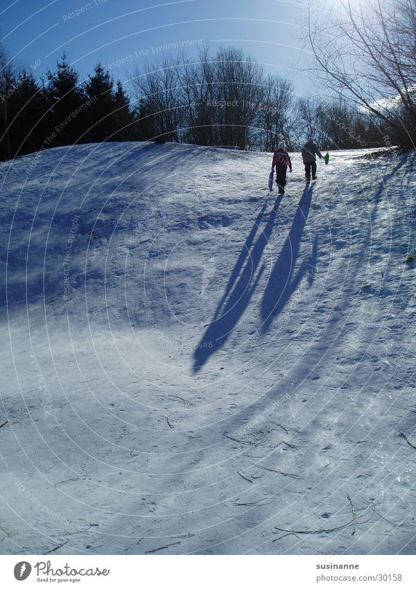 rutschparti 2 Winter Rodeln Schlitten Motala Schnee Schatten Schweden Sonnenlicht Hügel Wintertag