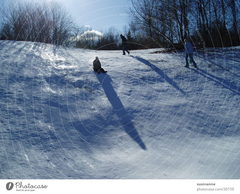rutschparti 1 kalt Schnee Eis Hügel abwärts Schweden Schlitten Rodeln Motala Rodelbahn Rodel
