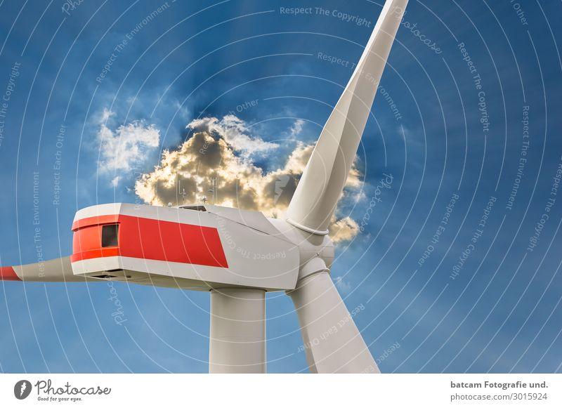Windenergieanlage im Sonnenlicht mit Wolken Erneuerbare Energie Windkraftanlage Natur Klima Feld gut nachhaltig positiv blau Drohnenfoto Gondel Himmel