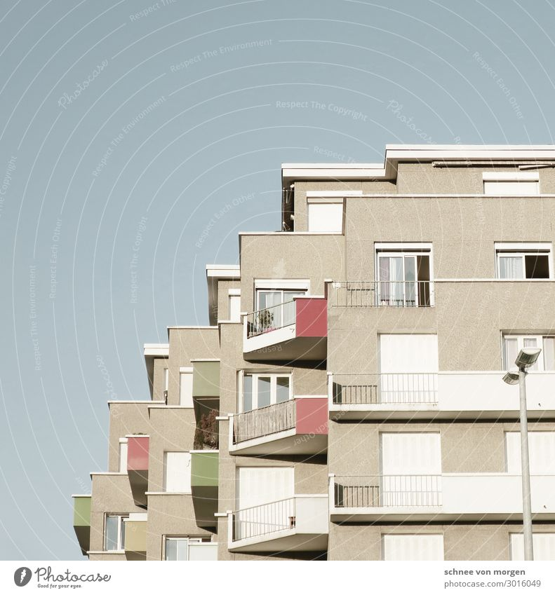 """wohnen in grenoble Grenoble Stadt Haus Bauwerk Gebäude Architektur Fassade """"balkon terrasse aussicht frankreich himmel fenster"""" Farbfoto Gedeckte Farben"""