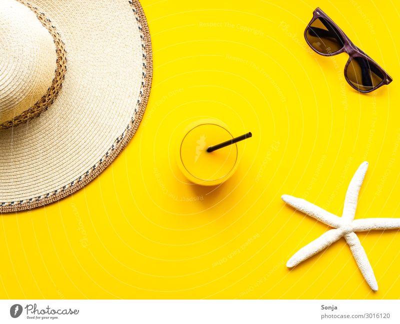 Strandurlaub am Meer Getränk Saft Longdrink Cocktail Trinkhalm Lifestyle Wellness Ferien & Urlaub & Reisen Tourismus Ferne Sommerurlaub Accessoire Sonnenbrille