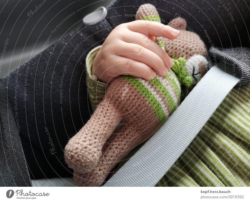 T.E.D.D.Y. Baby 1 Mensch 0-12 Monate Autofahren Kindersitz schlafen Zusammensein kuschlig grün Sicherheit Schutz Geborgenheit Tierliebe Verantwortung Abenteuer