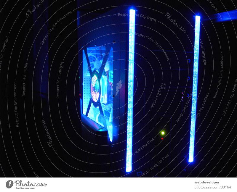 Modding PC in the Night Computer Neonlicht Licht dunkel Nacht schwarz Elektrisches Gerät Technik & Technologie Modded blau light blue
