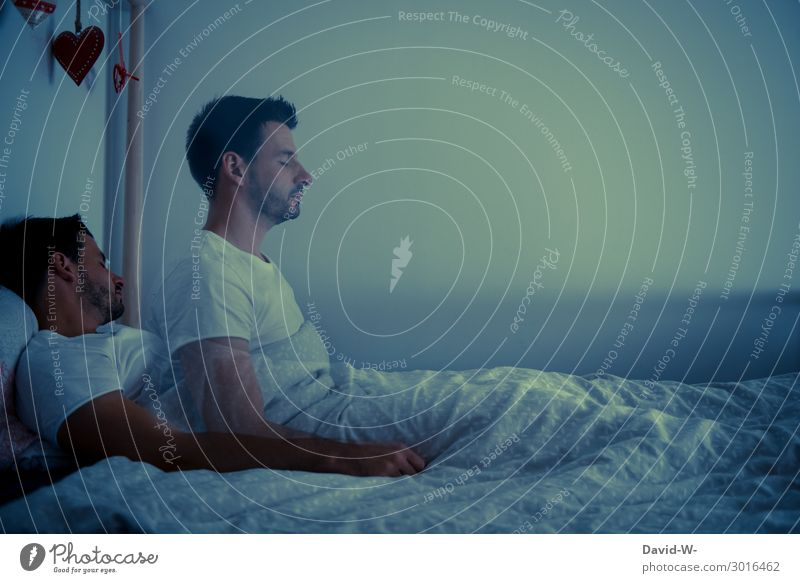 neulich Nacht Mensch Jugendliche Mann Junger Mann dunkel Erwachsene Leben Kunst Tod Angst maskulin Körper träumen schlafen Bett Verstand