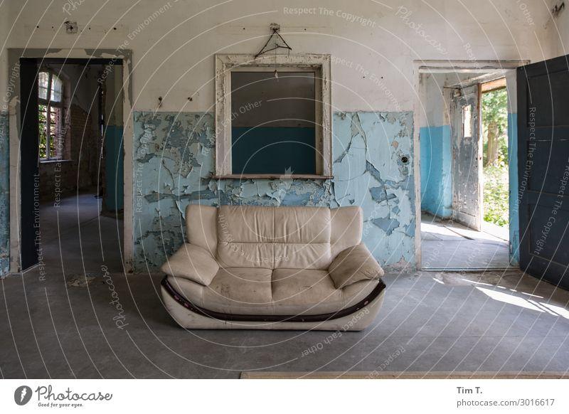 Räume Haus Ferne Fenster Wand Mauer Häusliches Leben Raum Tür Bauwerk Sofa Ruine Brandenburg