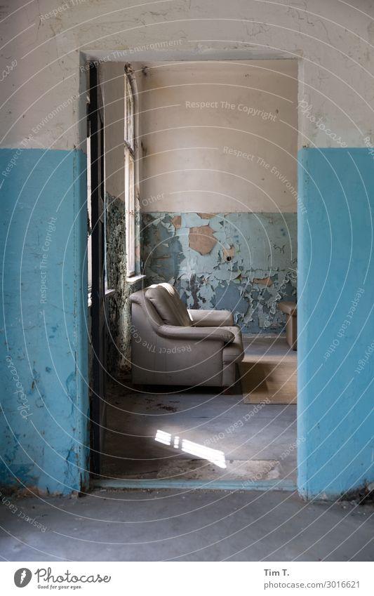 Räume Haus Wand Gebäude Mauer Stimmung Häusliches Leben Raum Tür Armut Bauwerk Sofa Ruine