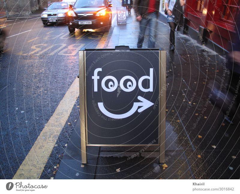 Lustiges Food-Schild mit Googly-Augen und Pfeil Lifestyle Ferien & Urlaub & Reisen Tourismus Ausflug Städtereise Nachtleben Bar Cocktailbar Geschwister Paar