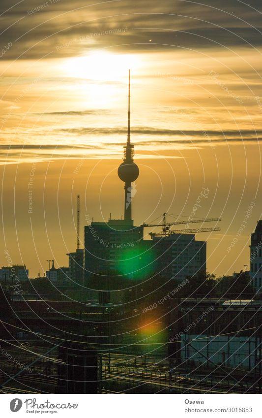 700 | Fernsehturm Berlin Berliner Fernsehturm Turm Alexanderplatz Stadt Skyline Stadtleben Sonne Abenddämmerung Sommer Himmel Gebäude Silhouette Wolken Kran