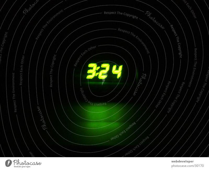 es ist recht früh... grün hell Uhr Häusliches Leben Digitalfotografie Morgen