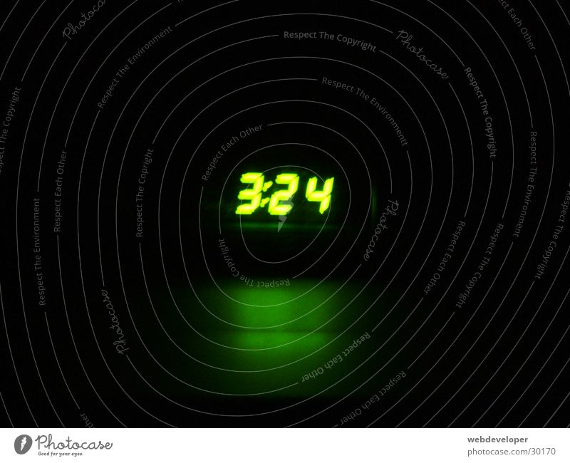 es ist recht früh... Uhr Nacht Morgen grün Häusliches Leben Digitalfotografie hell Lichterscheinung Zeit