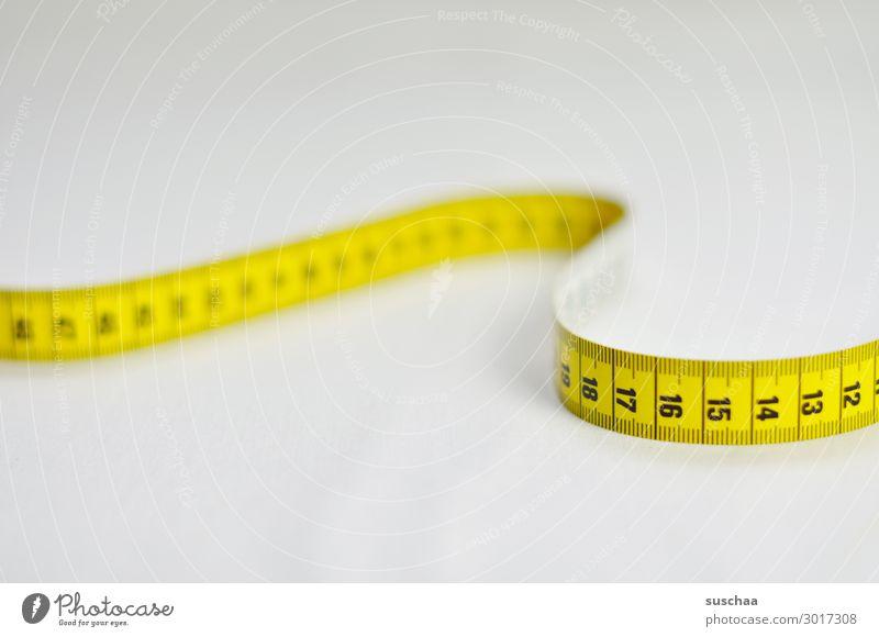 das maß aller dinge .. Maßband Maßeinheit messen cm Zentimeter Kategorie Hintergrund neutral Messinstrument Länge abmessen Diät Gewichtsprobleme abspecken
