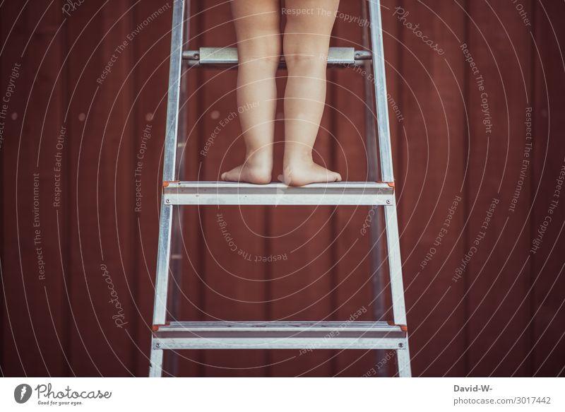 jetzt geht es aufwärts Kind Mensch Mädchen Gesundheit Lifestyle Beine Leben feminin Stil Junge Garten Spielen Fuß Angst maskulin Kindheit