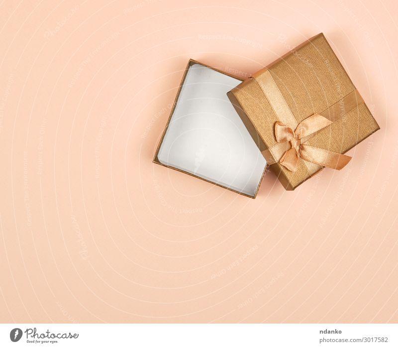 offene Geschenkbox mit goldenem Quadrat und Schleife kaufen Design Dekoration & Verzierung Feste & Feiern Valentinstag Weihnachten & Advent Hochzeit Geburtstag