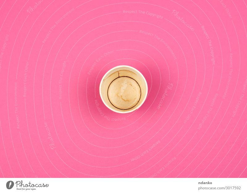 leere rote Papiertasse unter dem Kaffee Frühstück Getränk Espresso Tee Tasse Restaurant Straße Container Essen heiß oben rosa weiß Farbe Hintergrund blanko Café