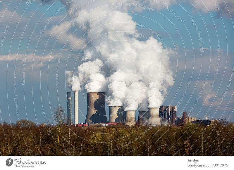 RWE Braunkohlenkraftwerk in NRW Energiewirtschaft Kohlekraftwerk Himmel Wolken Klimawandel Baum Wald Industrieanlage Schornstein bedrohlich dunkel gefährlich
