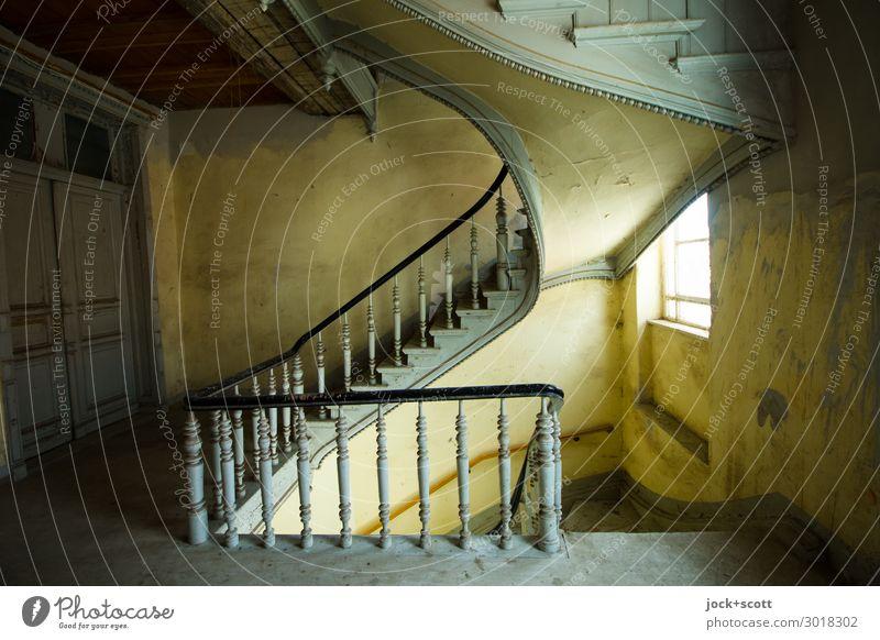 1.OG Architektur Jugendstil Treppe Fenster Tür Treppenhaus Etage Holz authentisch historisch oben Originalität braun Qualität Vergangenheit Wege & Pfade