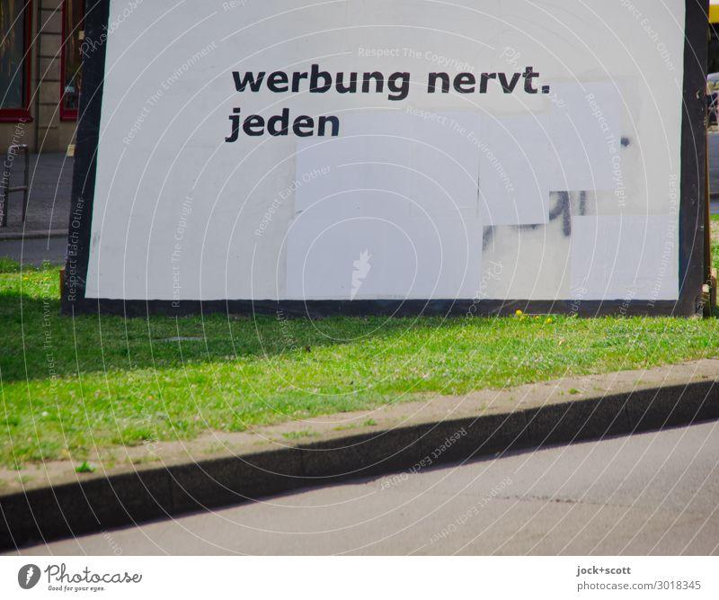 Werbung gegen Werbung Stadt weiß Straße Gefühle Gras außergewöhnlich Schriftzeichen Schönes Wetter kaufen groß Streifen Werbebranche eckig Meinung Straßenkunst