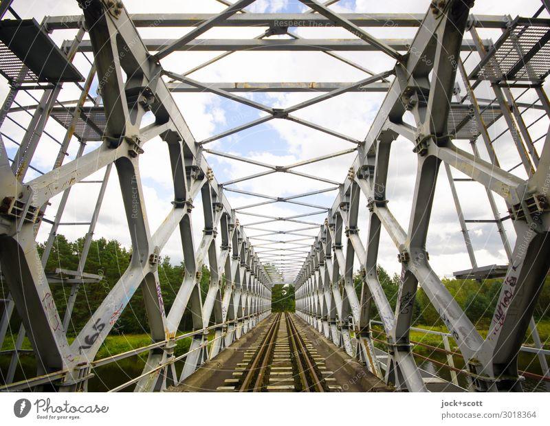 Quer eines Kulturdenkmals Architektur DDR Tier Wolken Brandenburg Brücke Verkehrswege Gleise authentisch eckig historisch lang Originalität retro grau Stimmung