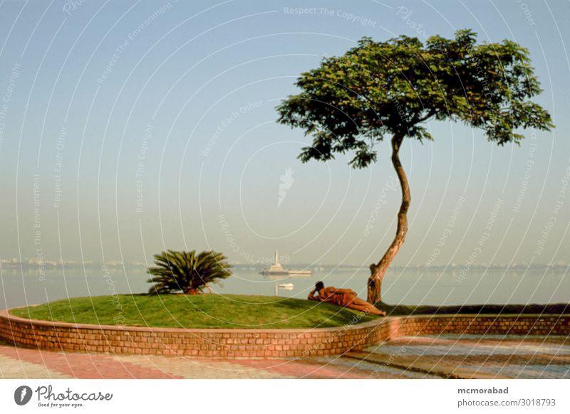 See und Landschaft Umwelt Baum Park ästhetisch dunkel blau grün Gelassenheit Hussain Sagar Tank Stausee Wasser Szene Kulisse Panorama Aussicht Umgebung Rahmen