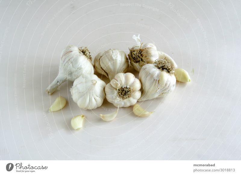 Builbs und Gewürznelken aus Knoblauch Lebensmittel Kräuter & Gewürze Ernährung Gesunde Ernährung Gesundheitswesen Knoblauchknolle Gewürzpfeffer Kraut Farbfoto