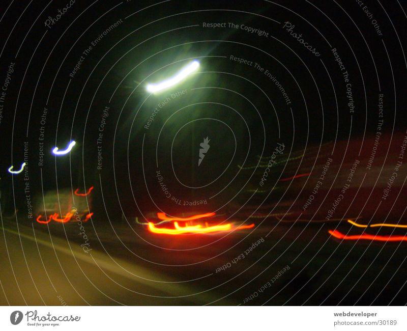 lights in the dark Geschwindigkeit Langzeitbelichtung verwaschen Licht Nacht dunkel rot hell