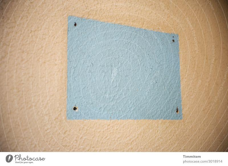 Soon Coming Haus Mauer Wand Schilder & Markierungen Linie einfach kaputt braun grau Gefühle Rechteck Bohrloch Beginn Ende Werbung Textfreiraum Farbfoto
