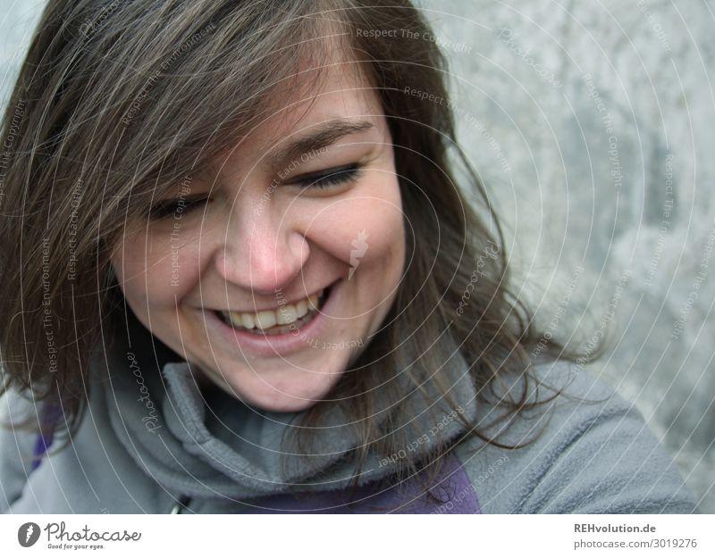 Junge Frau lacht Mensch Jugendliche Freude 18-30 Jahre Gesicht Lifestyle Erwachsene natürlich lustig feminin lachen Glück Zufriedenheit Lächeln