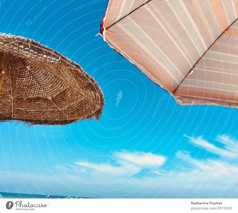 Sommer Sonne Sonnenschirme Ferien & Urlaub & Reisen Sommerurlaub Strand Meer Himmel Frühling Schönes Wetter hell blau braun gelb grün orange türkis weiß