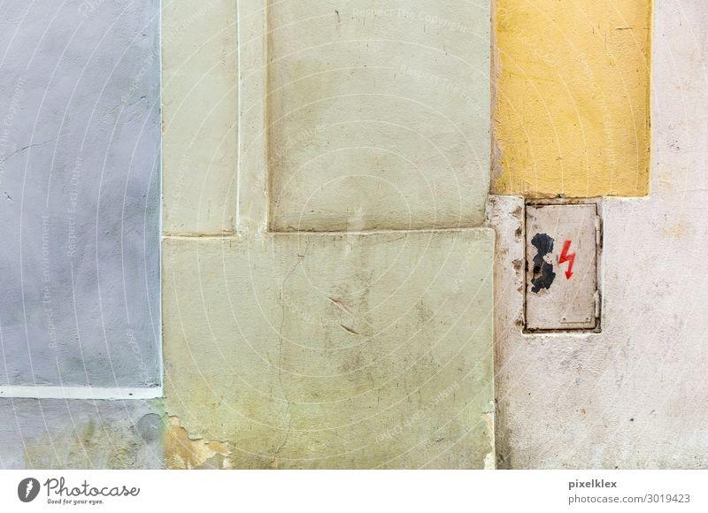 Stromkasten alt blau Stadt grün Haus gelb Wand Gebäude Mauer Fassade hell Metall retro dreckig Energiewirtschaft trist
