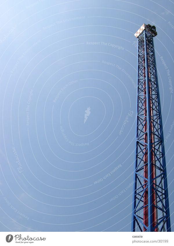 Space Shot. Vergnügungspark Stahl Jahrmarkt Turm hoch Himmel