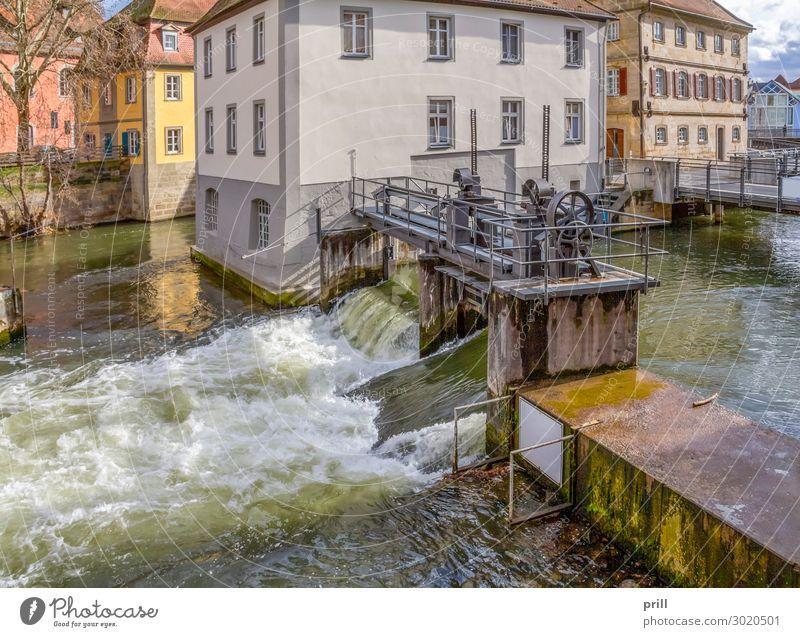 Bamberg at river Regnitz Haus Kultur Wasser Küste Flussufer Bach Altstadt Brücke Bauwerk Gebäude Architektur Fassade alt historisch Idylle Nostalgie Tradition