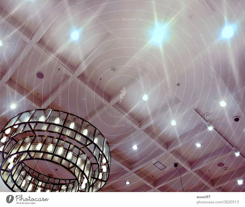 Camera,lights,action! Licht Deckenbeleuchtung Lampe hell Kronleuchter Show Präsentation Stimmung Atmosphäre