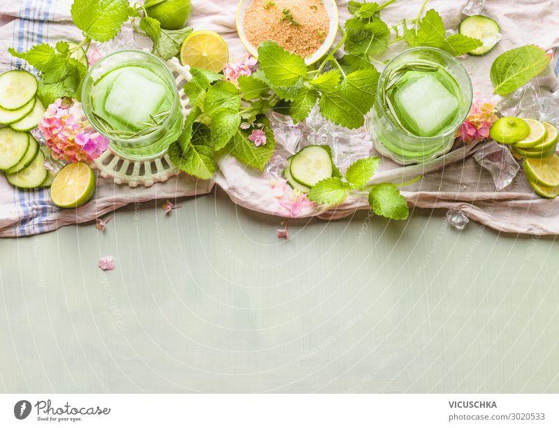 Gurken Limonade mit Minze und Lime Lebensmittel Frucht Ernährung Bioprodukte Getränk Erfrischungsgetränk Glas Stil Design Gesunde Ernährung Sommer trendy grün