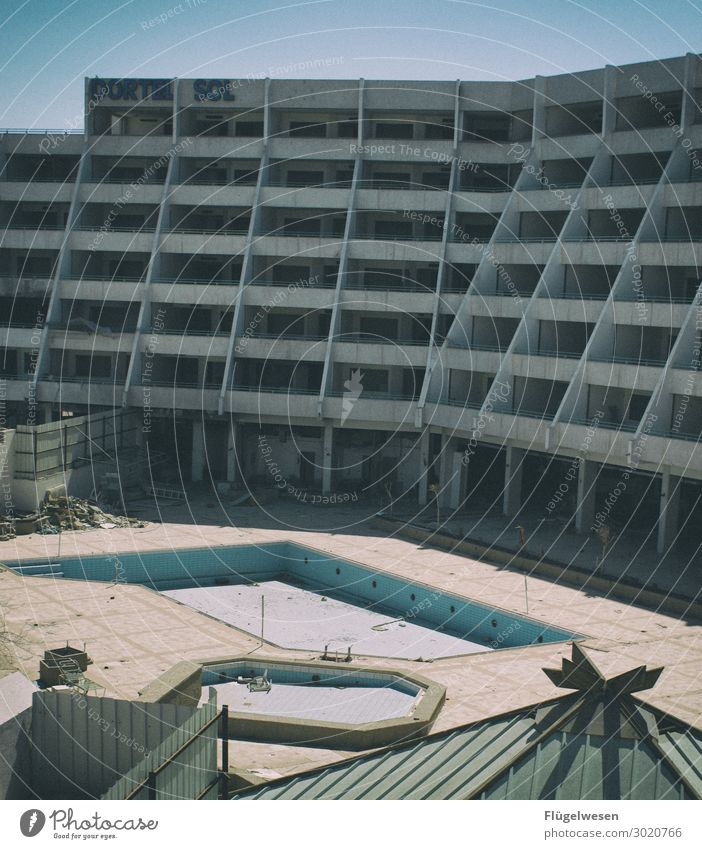 -5 Sterne Hotel Motel Schwimmbad Ferien & Urlaub & Reisen Insolvenz Panne schäbig mies schlecht dreckig unordentlich Menschenleer ausdruckslos Massentourismus