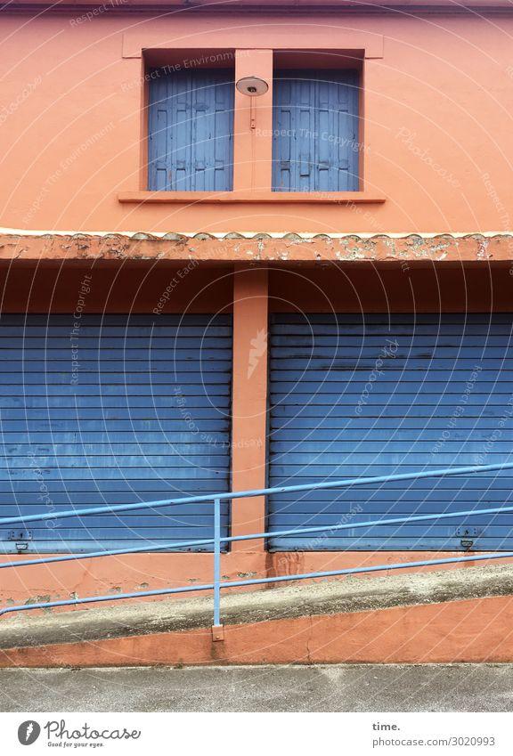 lost place haus fenster verschlossen rampe jalousien orange blau alt verlassen lost places stein mauer wand beton geländer barrierefrei Architektur