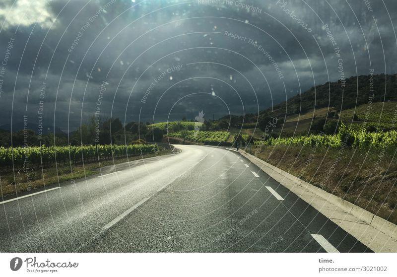 nach dem Regen | on the road again Himmel Pflanze Wolken Einsamkeit Ferne Berge u. Gebirge dunkel Straße Horizont Verkehr Schönes Wetter Romantik