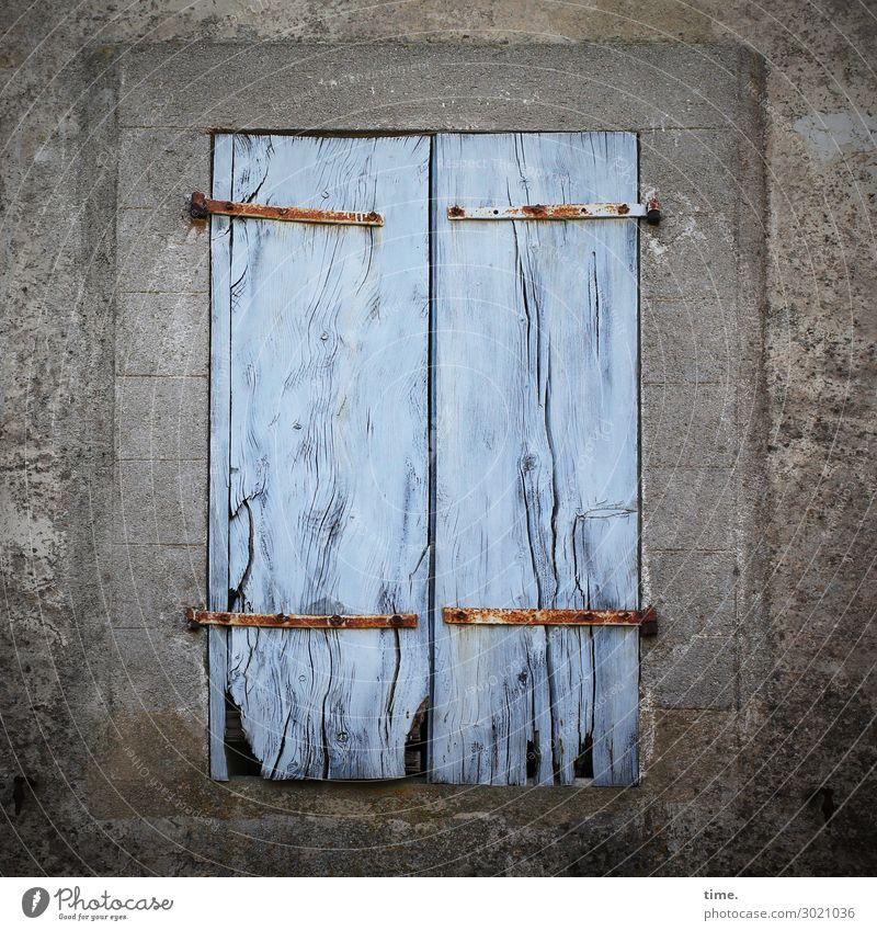 Klappenhalter Haus Mauer Wand Fenster Fensterladen Scharnier Stein Holz eckig historisch kaputt Originalität trashig blau grau Design geheimnisvoll Inspiration