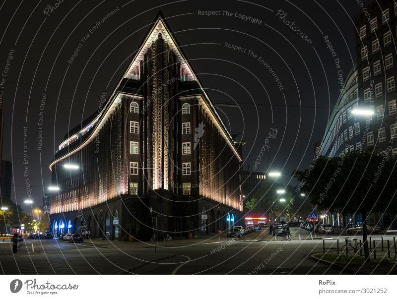 Chilehaus in hamburg bei Nacht. Stil Design Tourismus Ausflug Sightseeing Städtereise Büroarbeit Arbeitsplatz Wirtschaft Handel Museum Skulptur Architektur