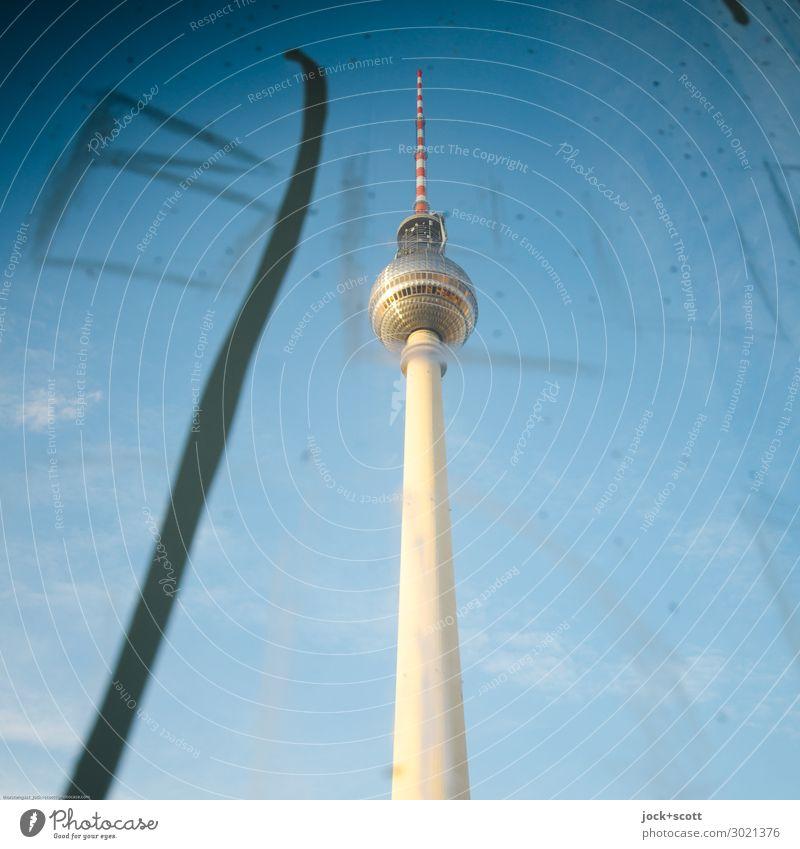 Kratzer Stil Sightseeing Subkultur Straßenkunst Wolkenloser Himmel Schönes Wetter Alexanderplatz Berlin-Mitte Stadtzentrum Turm Sehenswürdigkeit Wahrzeichen