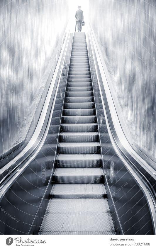 Futuristische Rolltreppe zwischen Wasserfällen und einem Mann an der Spitze. Ferien & Urlaub & Reisen Business Mensch Erwachsene Wasserfall Metall Stahl modern