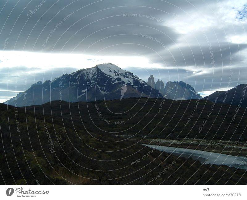 The Two Towers Wolken Berge u. Gebirge Felsen Unwetter Chile Torres del Paine NP