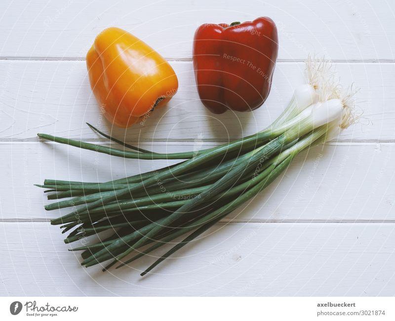 Gemüse Paprika und Frühlingszwiebel Lauch Lebensmittel Salat Salatbeilage Frucht Ernährung Bioprodukte Vegetarische Ernährung Diät gelb rot Lauchgemüse