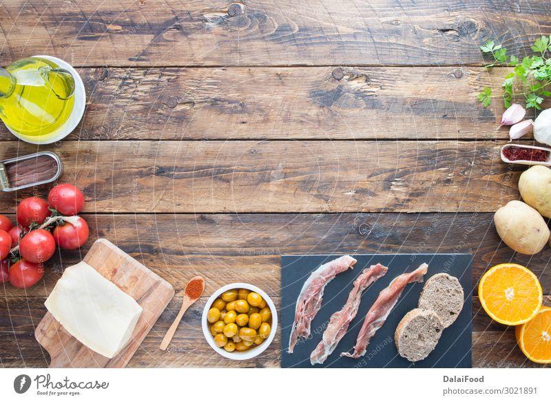 typische inhaltsstoffe spaniens Fleisch Käse Gemüse Brot Abendessen Tisch Holz frisch lecker grün schwarz Tradition Sardellenfilets azafranisch Hintergrund