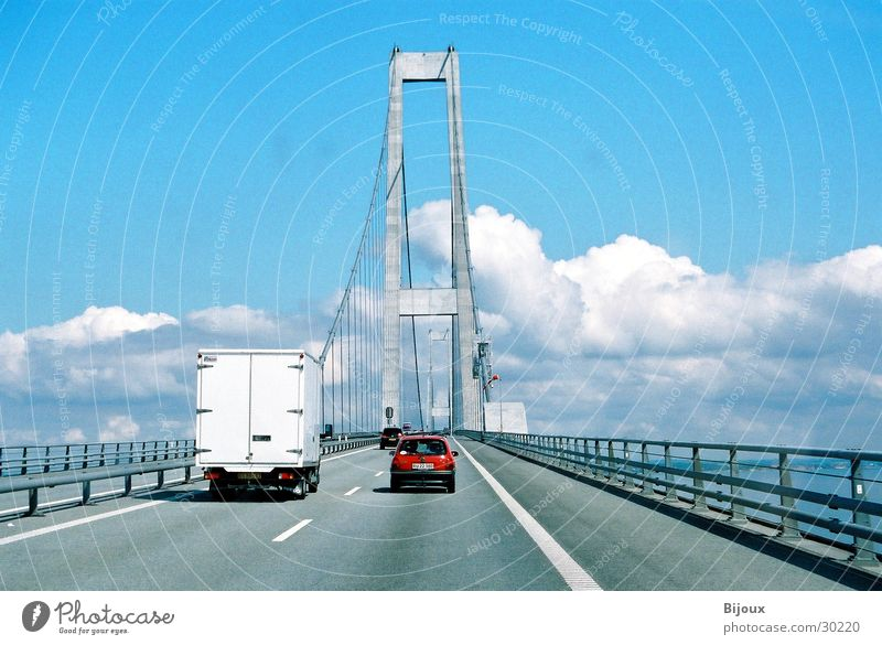 Sealandbridge Verkehr Wolken Stahlträger rot Brücke Himmel PKW Niveau Drahtseil