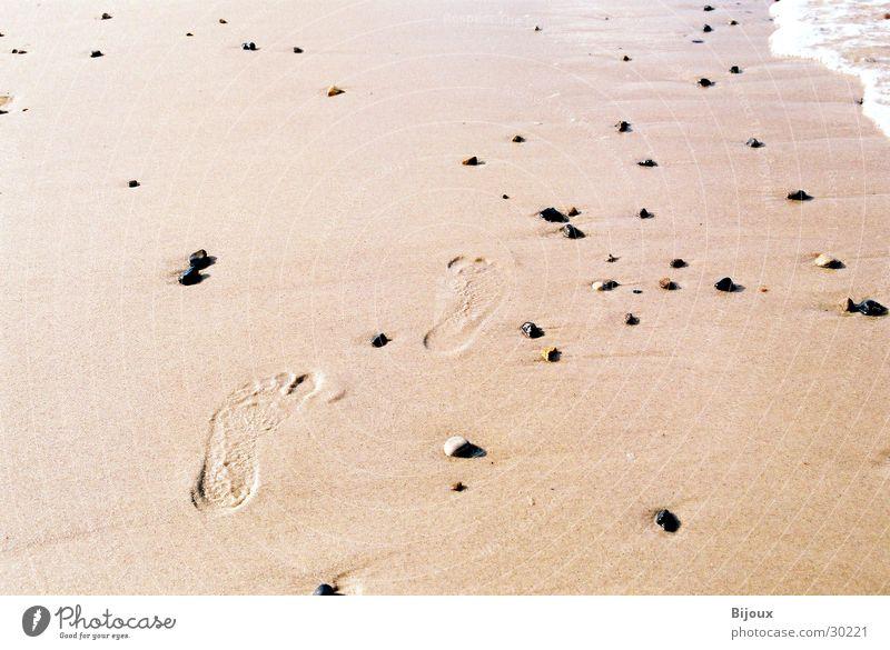 Spuren im Sand :-) Strand Einsamkeit Fuß Küste Fußspur