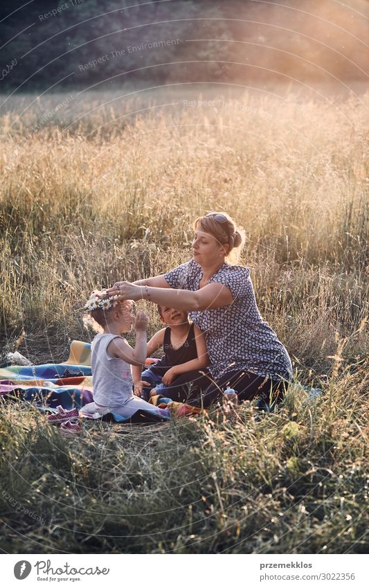 Frau Kind Mensch Ferien & Urlaub & Reisen Natur Jugendliche Junge Frau Sommer grün Landschaft Blume Erholung ruhig Freude Mädchen Lifestyle