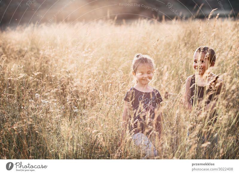 Kind Mensch Ferien & Urlaub & Reisen Natur Mann Sommer schön grün Landschaft Erholung Freude Mädchen Lifestyle Erwachsene Umwelt natürlich